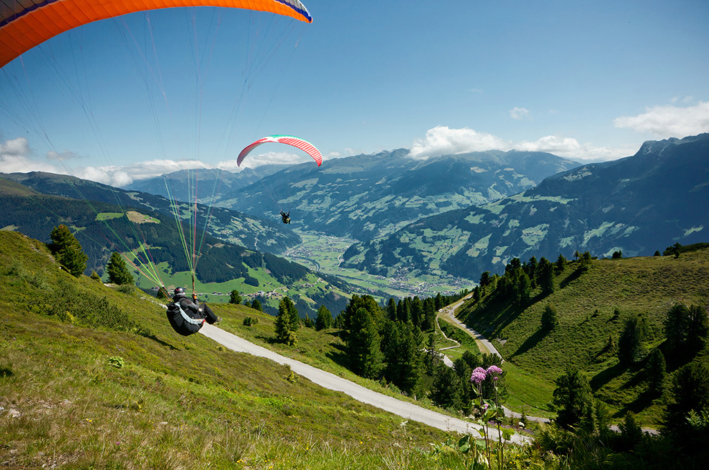 Paragliding in Mayrhofen over the Zillertal mountains